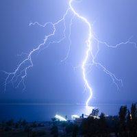 Молния бьет по воде :: Павел Сытилин