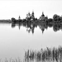 Берег старого монастыря :: Николай Белавин
