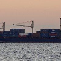 Корабли постоят и ложатся на курс... :: Владимир Гилясев