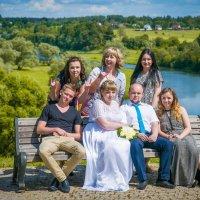 Фото на память.Свадьба одна - настроение разное. :: Андрей Куприянов