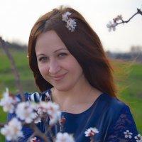 Девушка и абрикос :: Татьяна Евдокимова