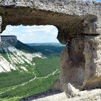 Вид из окна пещерного города Чуфут -Кале :: Ольга Голубева