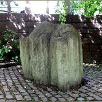 Скульптура Отдыхающая девочка с ивовыми прутьями :: Вера