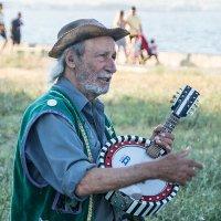 старик с банджо :: seseg Seseg
