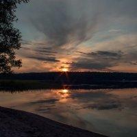 Закат на озере. :: Любовь Анищенко