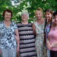 Соседки по подъезду :: Нина Корешкова