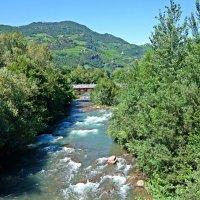 Северная Италия - Река Тальвера в городе Bolzano :: Galina Dzubina