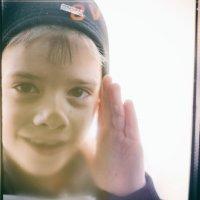 Мальчик за стеклом :: Вадим