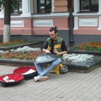 Уличный музыкант :: Галина Бобкина