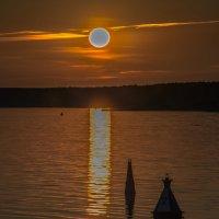 Закат на реке :: Valeriy Piterskiy