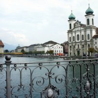 Иезуитская церковь XVII века (справа) :: Елена Павлова (Смолова)