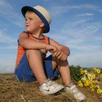 я ещё мальчишка лет пяти.. :: Евгения Шикалова