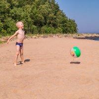 игра на пляже :: Irina Novikova