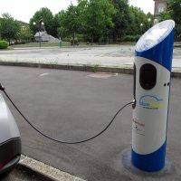 Зарядное устройство для электромобилей. :: Наталья Пономаренко