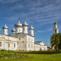 Спасский собор и колокольня Свято-Юрьевого монастыря :: Владимир Демчишин