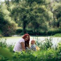 На прогулке у пруда :: Юлия