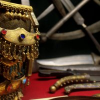 ..Холодное оружие и ювелирные украшения (еще со времен Персии!) высоко оценивались на Востоке. :: Арина Дмитриева