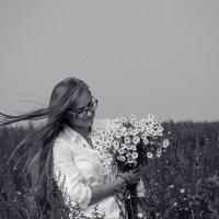 Чудесные ромашки и чудесная девушка :: Анастасия Елисеева
