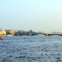 Вид на Дворцовый мост :: Валерий Новиков