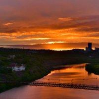 Закат на реке Воркута. :: Николай Емелин