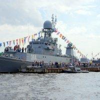 Посещение кораблей на набережной лейтенанта Шмидта :: Валерий Новиков