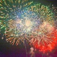 Фейерверки в день города Феодосии :: Виктор Шандыбин