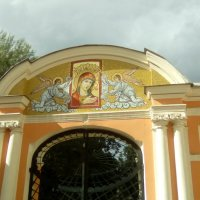 Роспись на воротах в Александра - Невскую Лавру. :: Светлана Калмыкова