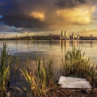 Когда тучи сгущаются над городом :: Denis Aksenov