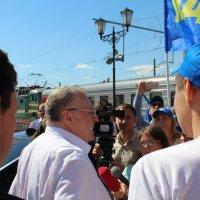 Жители г. Орла встречают В.В. Жириновского. :: Борис Митрохин