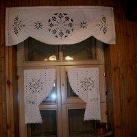 Вытинанка в качестве занавесок на окна :: Галина Бобкина
