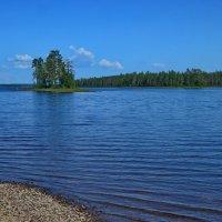 Остров на озере :: Владимир Брагилевский