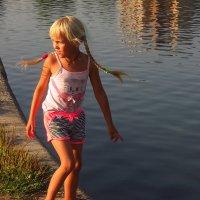 Девочка, освещенная солнцем :: Андрей Лукьянов