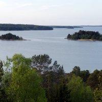 Вид на пролив с высокой скалы, на которой была построена башня Нотвиксторнет :: Елена Смолова