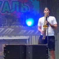 Нелёгкая работа-в жару на саксофоне в ноты попадать! :: Серж Поветкин
