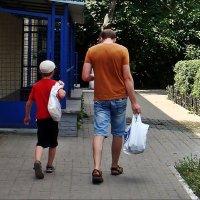 Папа и сын шагают в ногу :: Нина Корешкова