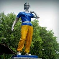 Статуя 30-х годов на Труханове острове в Киеве :: Ростислав