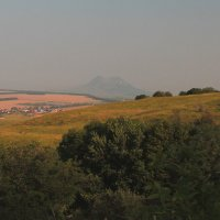 Раннее утро на юго-западном склоне г. Бештау. Вид на г. Верблюд. :: Vladimir 070549