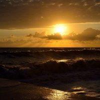 Шторм на закате :: Александр