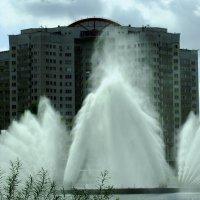 Фонтан, посреди озера :: Viktor Heronin