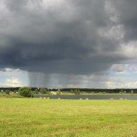 Туча и дождик... :: Владимир Павлов