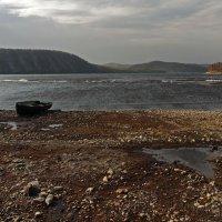 Хмурая погода на реке стоит... :: Александр Попов