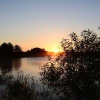 Рассвет над озером. :: Paparazzi