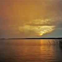 Закат на Онежском озере :: Валерий Талашов