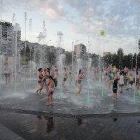 фонтаны у Драмтеатра :: Валерий Конев