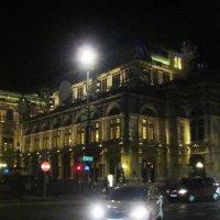Вена. Здание Венской оперы вечером :: татьяна