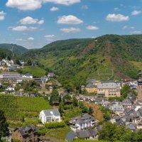 Панорама со двора замка Кохем в сторону долины Мозеля :: Witalij Loewin