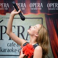 Поём в караоке-клубе Opera))) :: Петр Панков