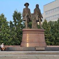 Памятник основателям города :: Евгений Дубинский