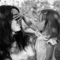 Мамочка,ну не подсматривай-сюрприз ещё не готов... :: Елена Нор