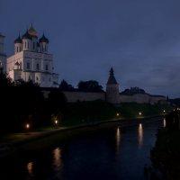 Вид на псковский кремль со стороны р. Псковы :: Алексей Корнеев